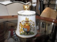 SUPERB GILDED BELL AYNSLEY CHINA QUEEN ELIZABETH ENGLANDS KINGS & QUEENS